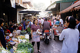 A Street Market in Pak Chong, Thailand (Photo: Hermann Jenn)